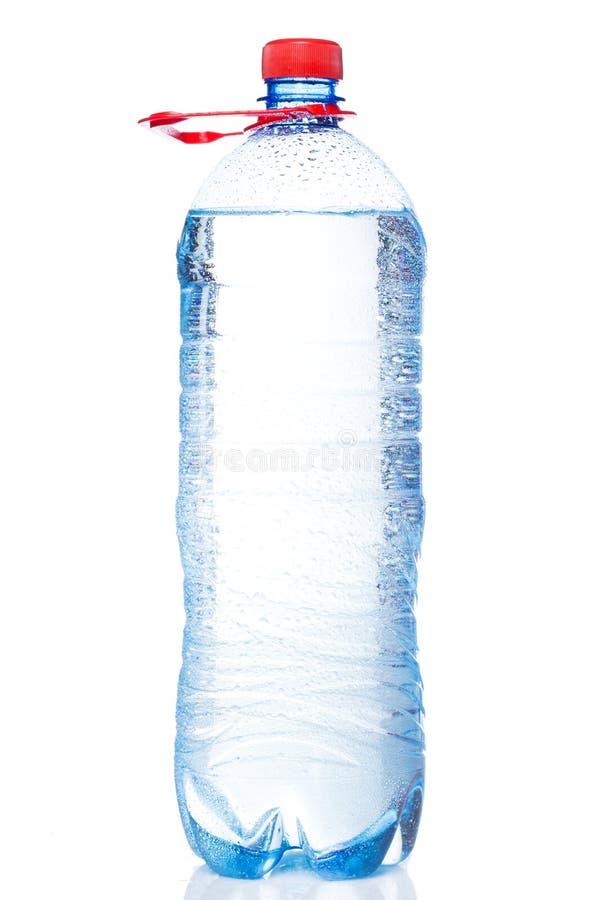 Flasche kaltes Wasser lizenzfreie stockfotografie