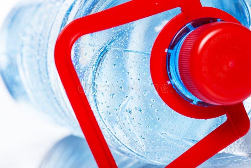 Flasche kaltes Wasser stockbilder