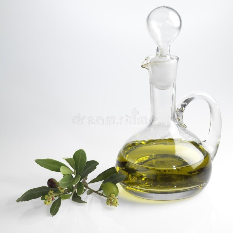 Flasche mit feinem Olivenöl lizenzfreies stockfoto