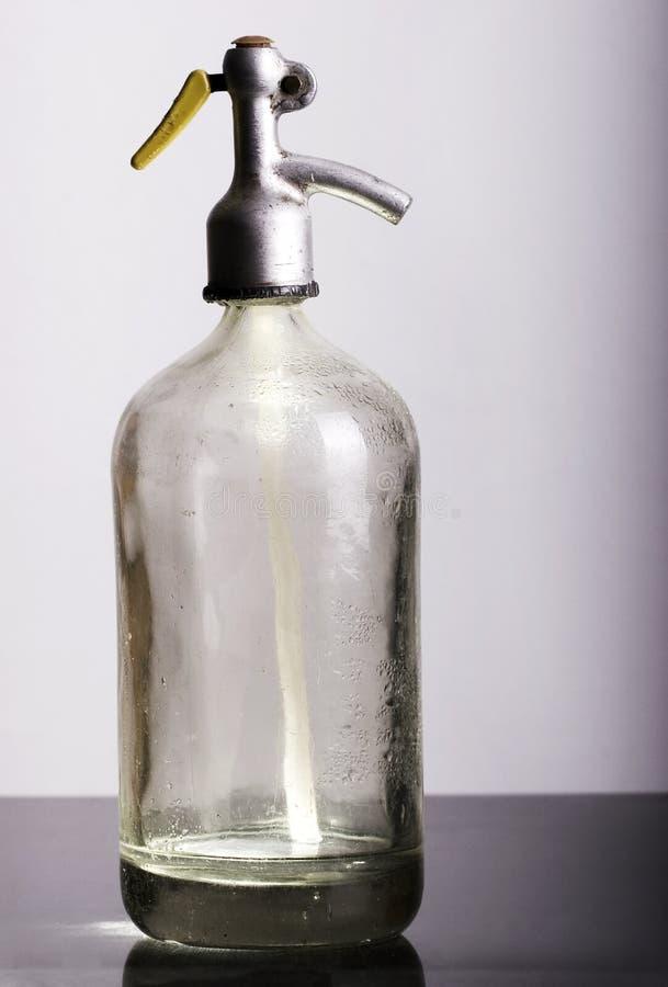 flasche sodawasser stockbild bild von druckdose getrennt 3229803. Black Bedroom Furniture Sets. Home Design Ideas