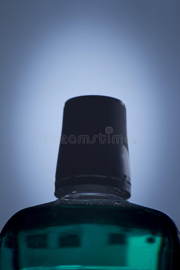 Flasche tadelloses zahnmedizinisches Mundwasser stockfoto