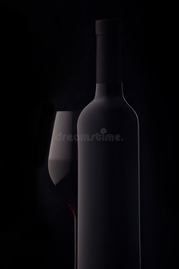 Flasche und ein Glas Rotwein lizenzfreie stockfotografie