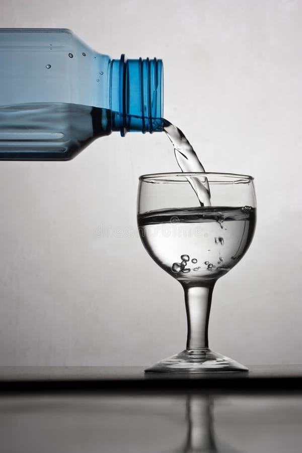 Flasche und Glas stockfotos