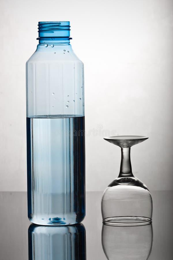 Flasche und Glas lizenzfreies stockfoto