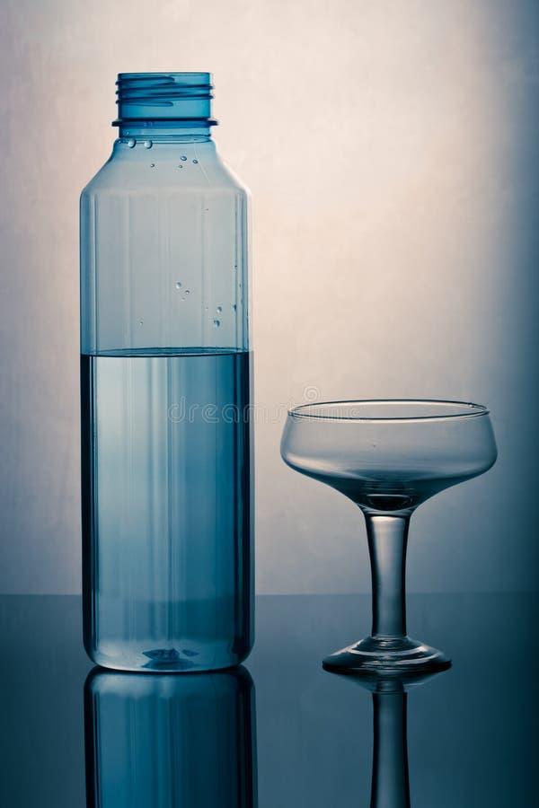 Flasche und Glas lizenzfreies stockbild
