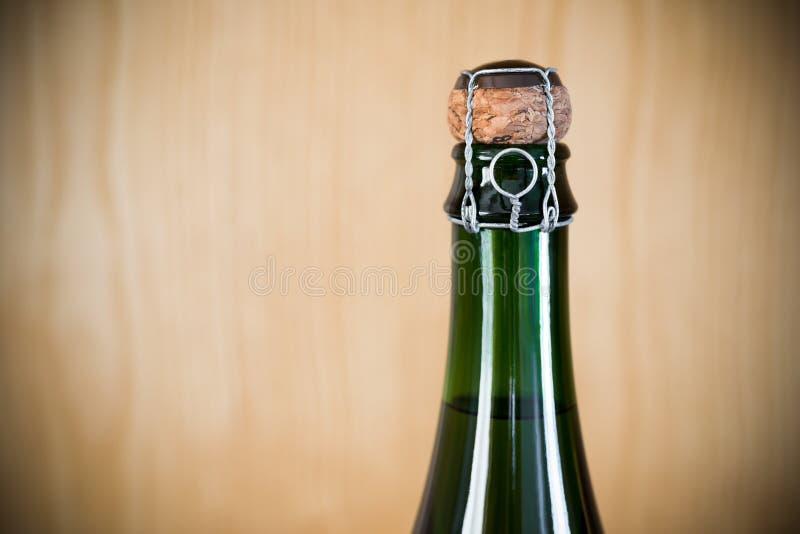 Flasche ungeöffneter Sekt lizenzfreie stockfotografie