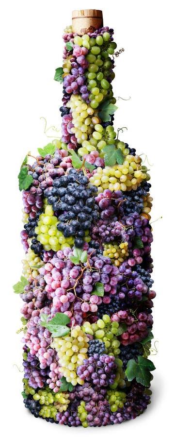 Flasche Wein gebildet von den Trauben. stockfotografie