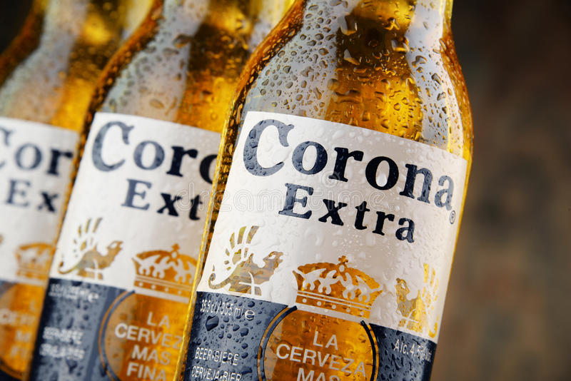Flaschen Corona Extra-Bier lizenzfreies stockfoto