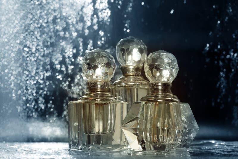 Flaschen für Parfümerie lizenzfreie stockfotos