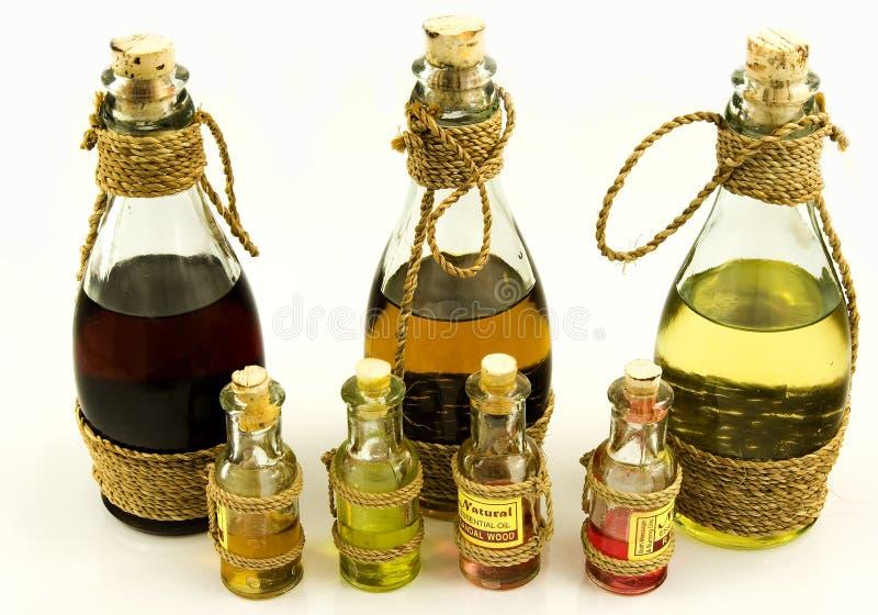Flaschen mit Schmierölen lizenzfreie stockbilder