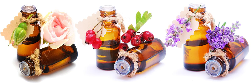 Flaschen mit verschiedenen Aromaölen auf einem lokalisierten weißen Hintergrund Nahaufnahme lizenzfreies stockfoto