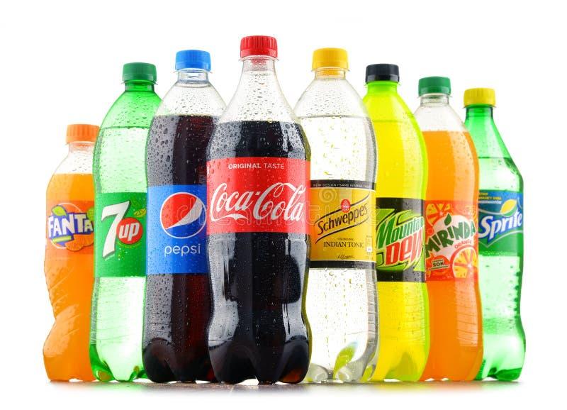 Flaschen sortierte globale alkoholfreie Getränke stockbild