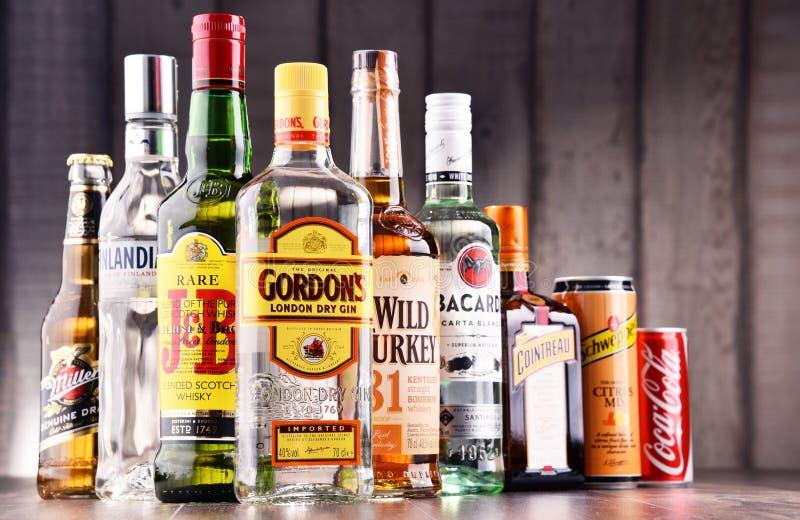 Flaschen sortierte globale Schnapsmarken lizenzfreie stockbilder
