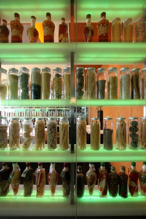 Flaschen u. Gläser lizenzfreies stockbild