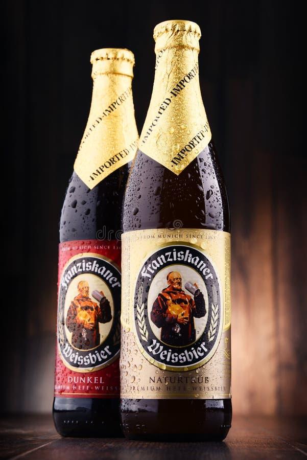 Flaschen von Franziskaner Weissbier stockbilder