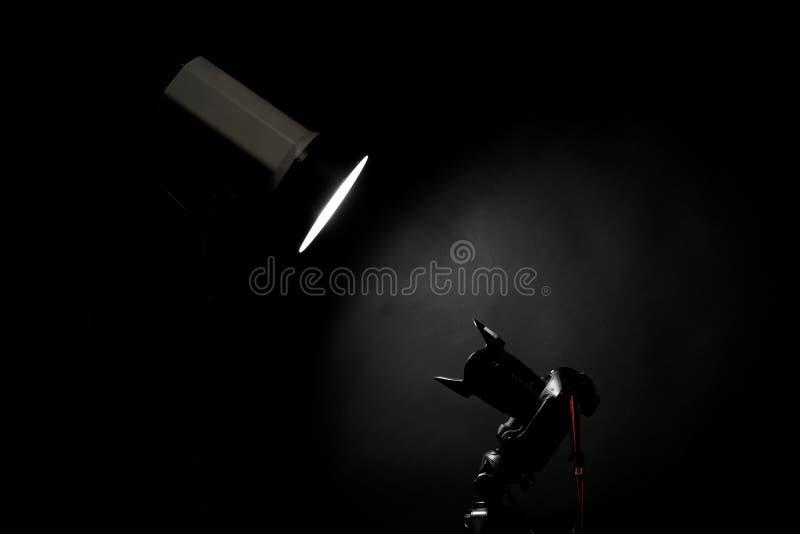 Flash do estúdio e uma câmera da foto fotografia de stock royalty free