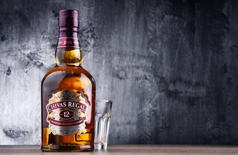 Flaska av Chivas Regal 12 blandad skotsk whisky royaltyfri foto