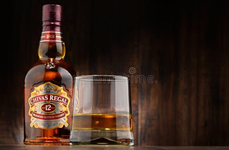 Flaska av Chivas Regal 12 blandad skotsk whisky arkivbild