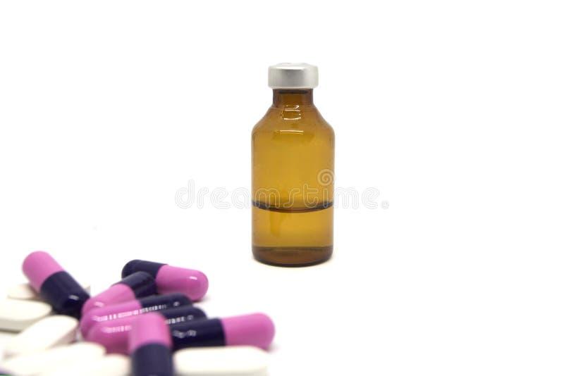 Flaska av medicin och capsule-01 fotografering för bildbyråer