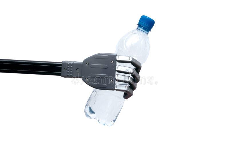 Flaska av vatten i den robotic armen fotografering för bildbyråer
