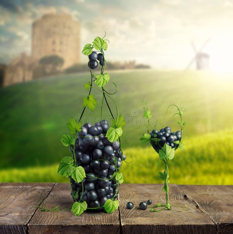 Flaska av vin och ett exponeringsglas som förbi göras av druvasidor och en grupp av druvor på en träbakgrund royaltyfria bilder