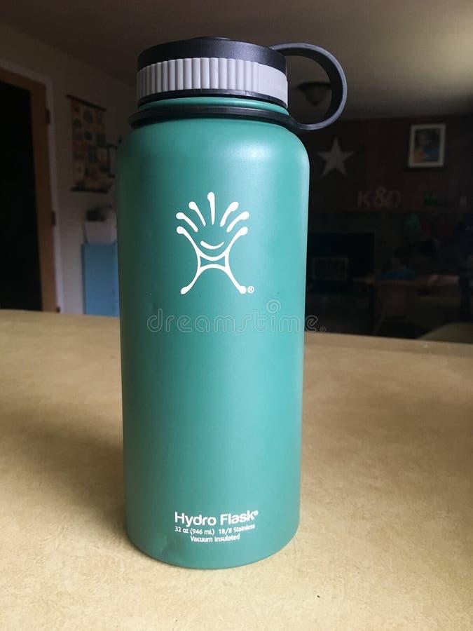 Flaska för Hydroflaskavatten arkivfoton