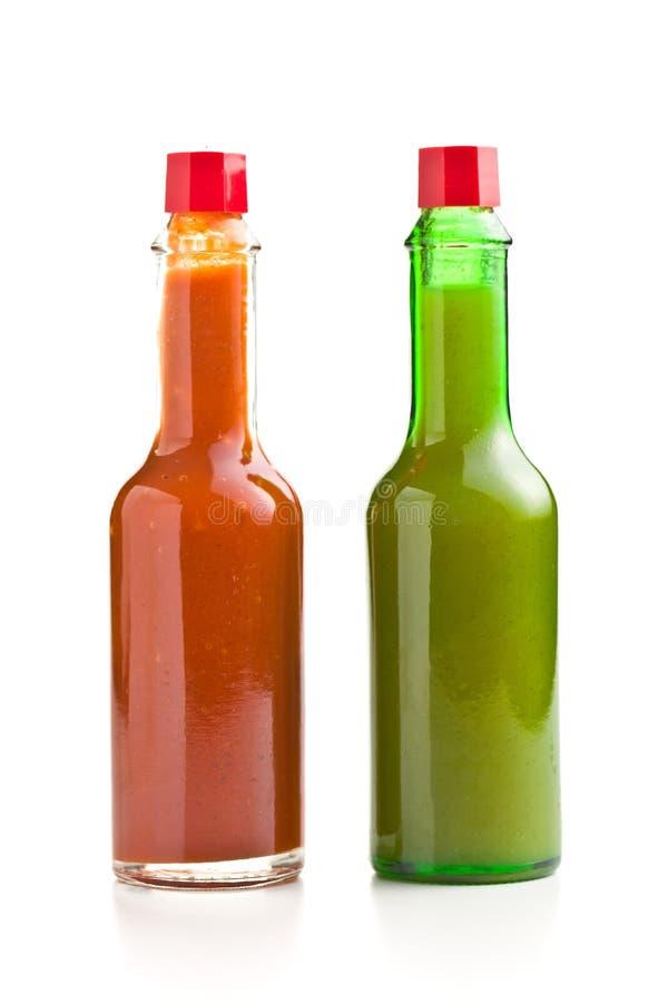 Flaska för varm sås för tabasco R?d och gr?n s?s arkivfoto