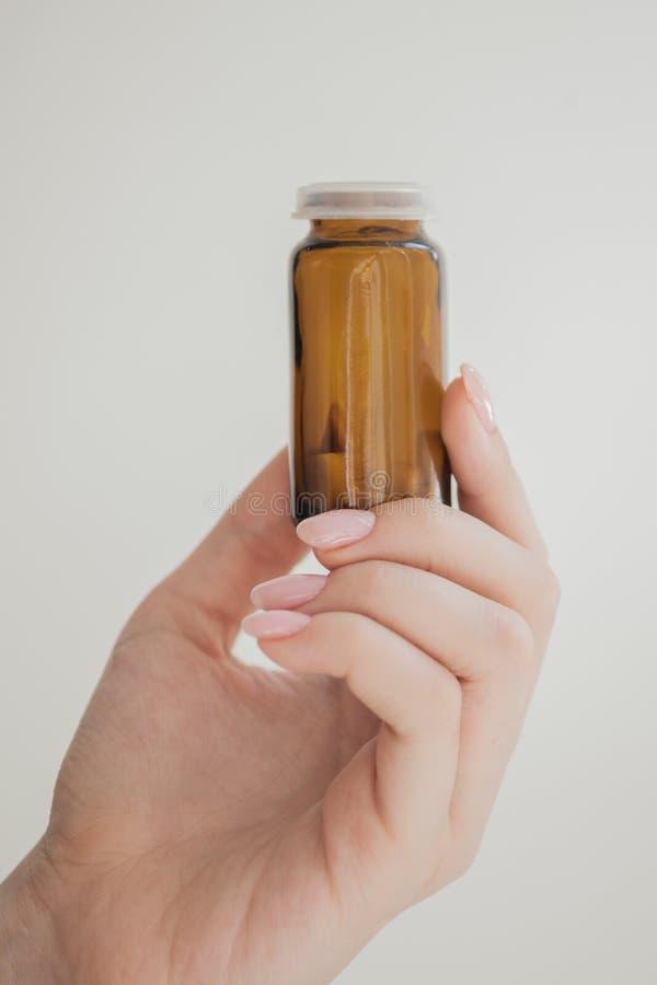 Flaska f?r preventivpillerar arkivfoton