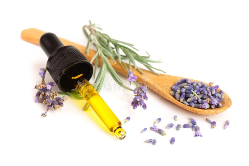 Flaska med aromolja- och lavendelblommor som isoleras på vit bakgrund royaltyfri foto