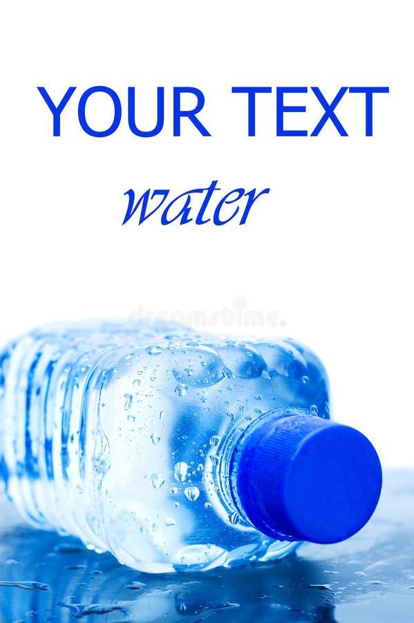 flaska som isoleras över vattenwhite royaltyfria foton