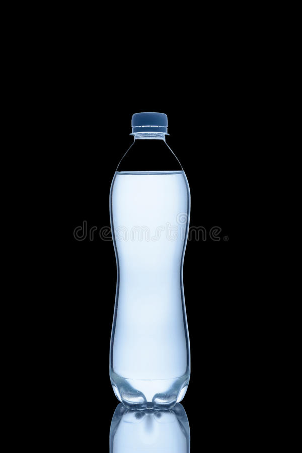 Flaskan av vatten är arkivfoton