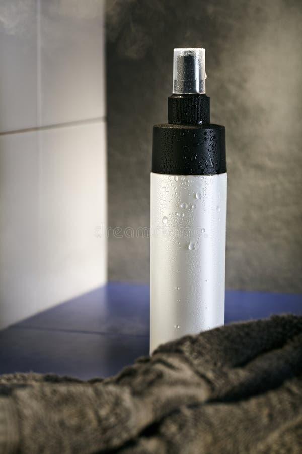 flaskdeodoranthårspray arkivfoton
