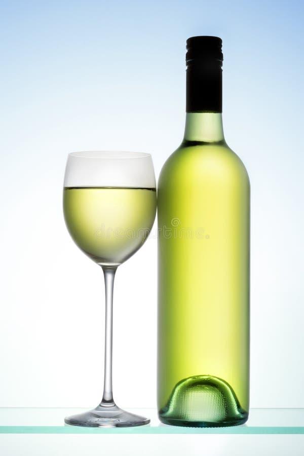 Flaskexponeringsglas för vit Wine royaltyfri bild