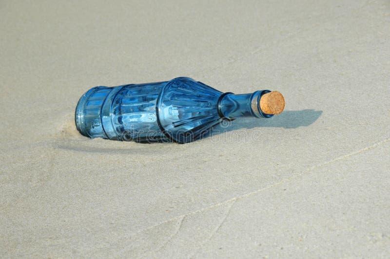flaskmeddelandetappning royaltyfri foto