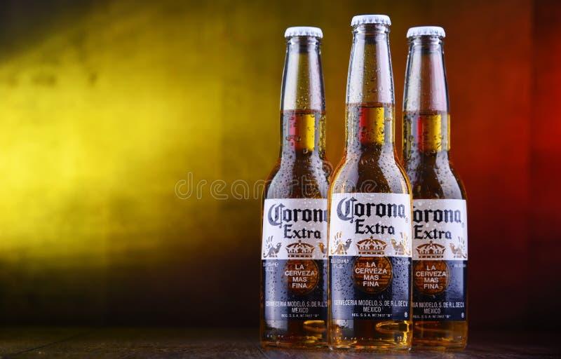 Flaskor av Corona Extra öl arkivfoton