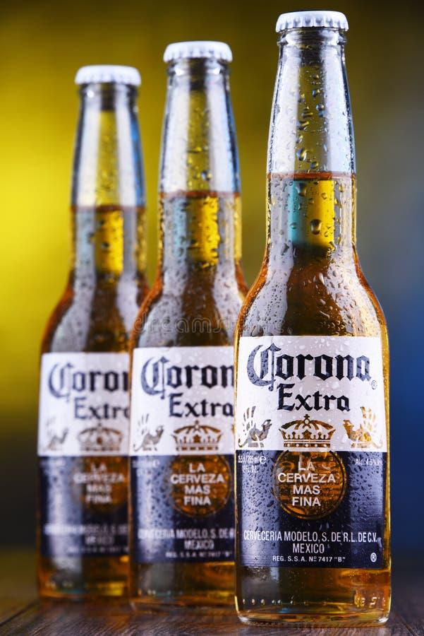 Flaskor av Corona Extra öl arkivbild