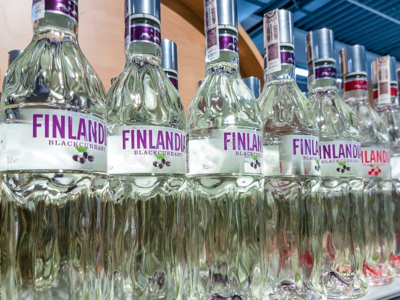 Flaskor av Finlandia vodka arkivfoton