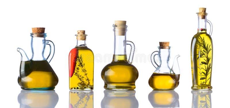 Flaskor av matoljor på vit bakgrund arkivfoto