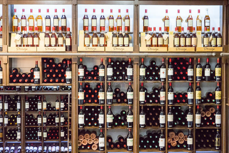 Flaskor för franskt vin arkivbilder