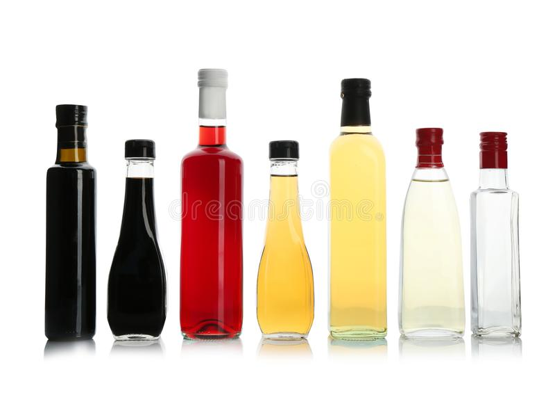 Flaskor med olika sorter av vinäger arkivbild