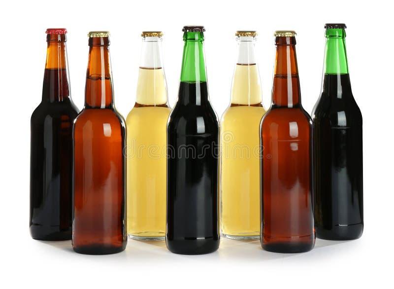 Flaskor med olikt öl royaltyfri foto