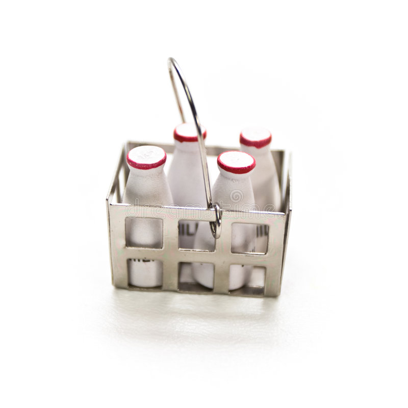 flaskor mjölkar miniaturen arkivfoto