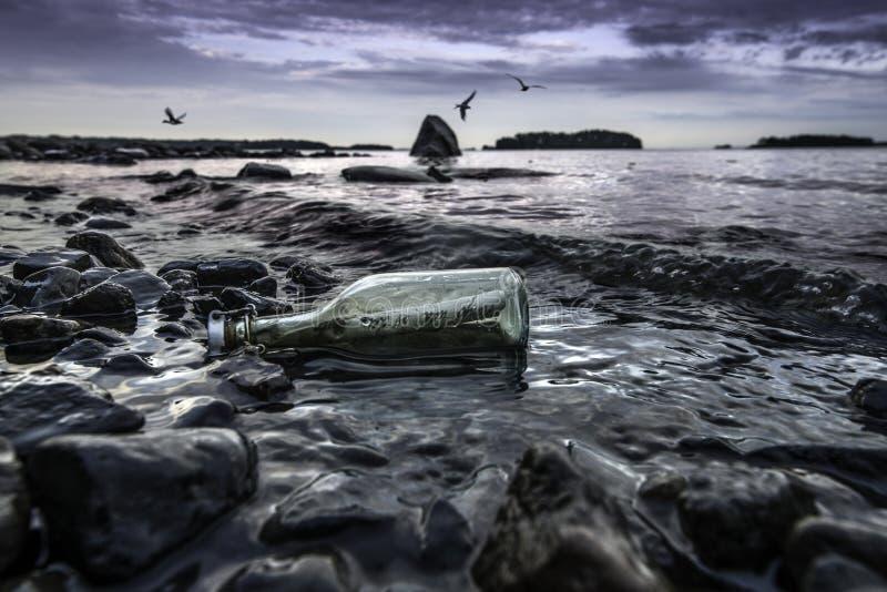 Flaskpost lizenzfreies stockfoto