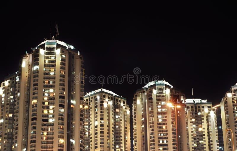 Flat bij nacht stock afbeeldingen