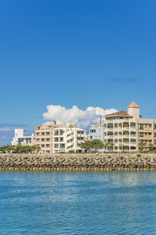Flat Chatanmonogatari Bayside en Havenpark in de buurt van het Amerikaanse Dorp in Chatan-Stad van Okinawa stock foto's