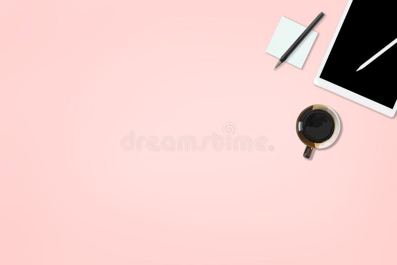 Flat lay photo of office table with laptop computer, digital tablet, mobile phone and accessories. on isolated pink background. De stock illustration