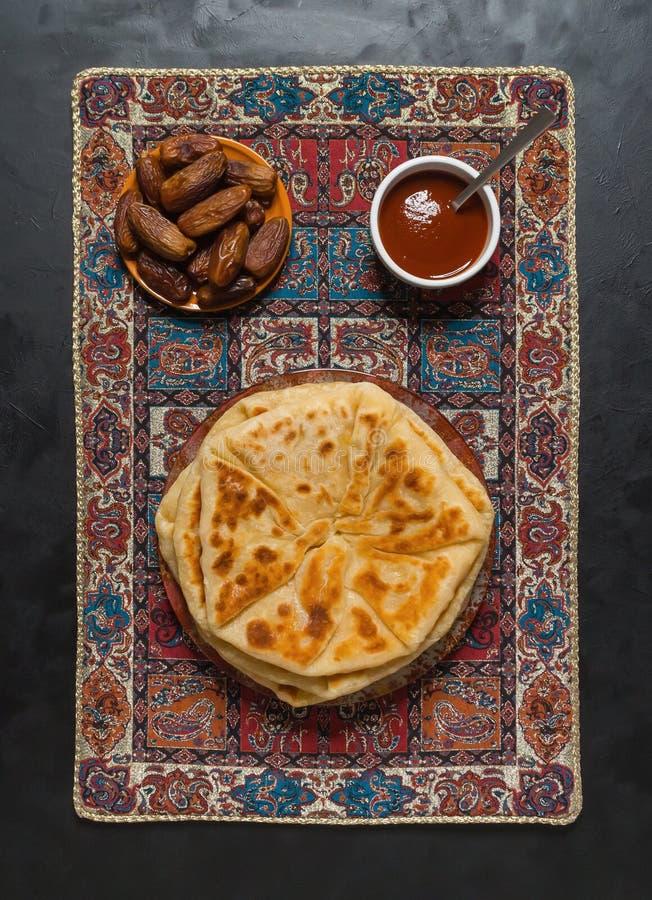 Flatbread di Naan dell'indiano fatto con grano intero fotografia stock