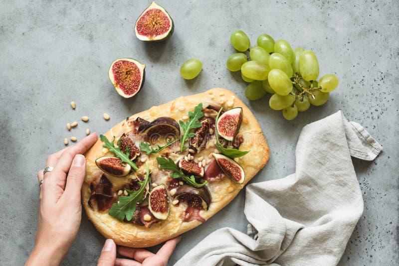 Flatbread pizza with figs, arugula and prosciutto stock photos