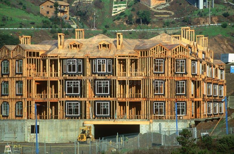 Flatgebouw in aanbouw stock fotografie