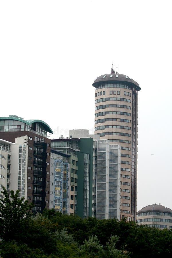 flatgebouw langs het strand stock fotografie